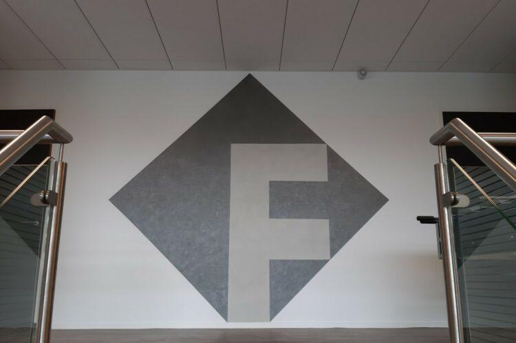 betonlook logo metallic kantoor zeewolde